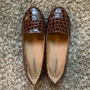 Comfortview Brown Faux Gator Size 7.5 Loafer Shoes
